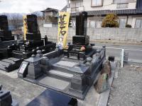 伊那店和型墓石